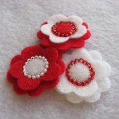 Red Felt Flower Sampler - for momru / - Album The ideas of felt,seed beads as seeds.Flowers plus Beadwork Felt Diy, Felt Crafts, Fabric Crafts, Sewing Crafts, Felt Flowers, Fabric Flowers, Barrettes, Felt Birds, Felt Brooch