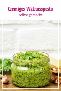 Walnuss-Pesto selbst gemacht - so geht's - Rezepte: Marmeladen, Pesto & Chutneys - Selber Machen Sauce Pesto, Pesto Dip, Pesto Recipe, Pesto Pasta, Chutneys, Snack Recipes, Healthy Recipes, Snacks, Walnut Pesto