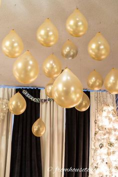 Fun and Imaginative Great Gatsby Party Decor Ideas - # Check more at derd . - Fun and Imaginative Great Gatsby Party Decor Ideas – # Check more at derdekor. Kate Spade Party, Sylvester Party, Deco Ballon, Speakeasy Party, Roaring 20s Party, New Years Decorations, Great Gatsby Party Decorations, Party Decoration Ideas, Party Ceiling Decorations