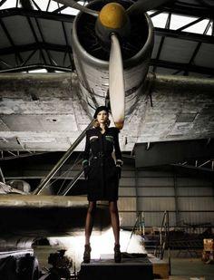 Flavia de Oliveira 'Greta Garbo' Elle September 2009 > photo 64823 > fashion picture