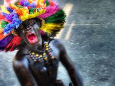 Son de Negros - Personajes populares en el carnaval de Barranquilla. ¡Me encantan! Colombia South America, Pub Crawl, Lets Dance, Headdress, History, Parents, T Shirt, Tela, Black Women Art