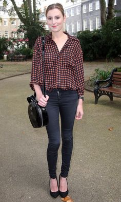 It's interesting to note here – tight jeans girls look cool and figure-flattering all the time – unlike a dress, as they are made of soft and stretchy Love Fashion, Girl Fashion, Jeans Fashion, Fashion Styles, Vaqueros Boyfriend, Laura Carmichael, London Look, Girls Jeans, Look Cool