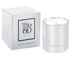 Esta deliciosa candela viene con una rica mezcla de aceites esenciales embriagantes y complejos que duran hasta 90 horas aromatizando y decorando tu hogar.