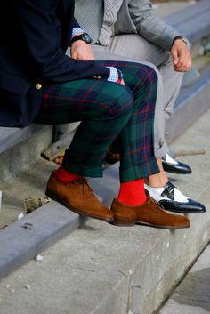 Men's Navy Blazer, White and Blue Check Dress Shirt, Navy and Green Plaid Dress Pants, Brown Suede Oxford Shoes Preppy Mode, Preppy Style, Pantalon Tartan, Tartan Pants, Tartan Plaid, Plaid Dress, Dress Shirt, Mens Plaid Pants, Plaid Suit