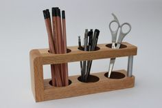 desk Modern Desk Caddy / Wood Desk Organizer / Mid Century Modern / Office Gift / Office Desk Caddy / Handmade by Recovered Design Small Woodworking Projects, Small Wood Projects, Wooden Pen Holder, Desk Caddy, Desk Tray, Wooden Desk Organizer, Wood Desk, Wood Wood, Gifts For Office
