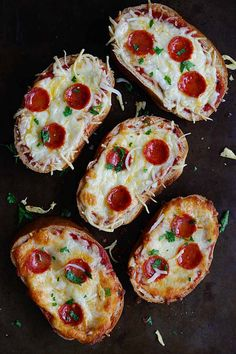 Texas Toast Garlic Bread Pizza - loaded with pizza sauce, mozzarella cheese and pepperoni, these addictive garlic bread pizza is a party favorite | rasamalaysia.com