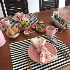 "Da li i vi volite ovaj ""hotelski"" doručak! Dinner For 2, Dinner Table, Dining Room Inspiration, Dream Home Design, Deco Table, Decoration Table, Food Design, Kitchen Decor, Sweet Home"