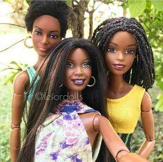 Outdoor Barbie Friends - Selfie