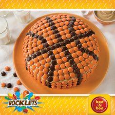 Torta de Basquet hecha con bon o bon y Rocklets. Hacé click en la imagen para ver la receta.