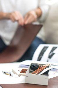 DIY mit Sueco: Ledertasche nähen
