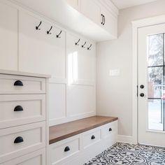 Smart Mudroom Ideas to Enhance Your Home house&; Smart Mudroom Ideas to Enhance Your Home house&; Sonnen Kind einsplusdreisan Flur Smart Mudroom Ideas to Enhance Your […] room layout with entry Mudroom Laundry Room, Laundry Room Design, Bench Mudroom, Mud Room Lockers, Bathroom Closet, Mudrooms With Laundry, Bathroom Wall, Closet To Mudroom, Mudroom Cubbies
