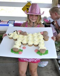 Horse Cupcakes, for the cowgirl! I love cupcakes, you can create all kinds of images from them! Horse Birthday Parties, Cowgirl Birthday, Cowgirl Party, Bday Girl, Birthday Fun, Birthday Ideas, Birthday Cake, Pony Party, Sheriff Callie Birthday