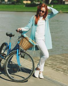 stylization: urban cyclist clothes: www.otwieramszafe.blogspot.com photo: Paulina Kozłowska Photography White Jeans, Urban, Pants, Fashion, Trouser Pants, Moda, Trousers, Fashion Styles, Women Pants