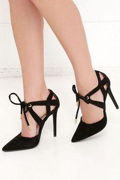 Giày mũi nhọn buộc dây giúp đôi chân thêm quyến rũ