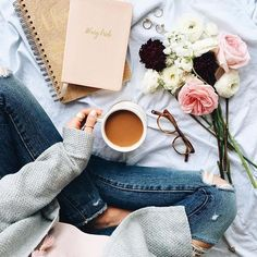 Spring flatlay with coffee and flowers Lifestyle Photography, Photography Poses, Morning Photography, Flower Photography, Glamour Photography, Editorial Photography, Fashion Photography, Fotografie Blogs, Flatlay Instagram