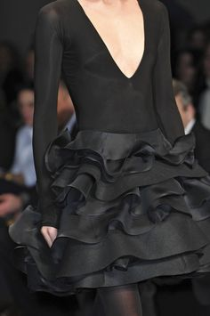 Donna Karan little black dress Donna Karan, Fashion Details, Love Fashion, High Fashion, Fashion Design, Style Noir, Mode Style, Fashion Week, Runway Fashion
