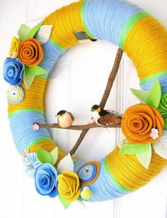 Neato door wreath. Not usually crazy about wreaths, but this one is cute and springy!
