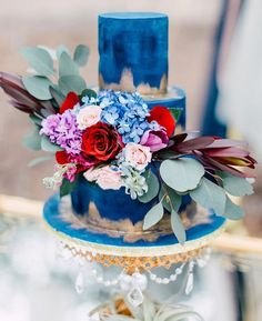 Obsessed with this cake by @bonneviespecialty - some serious wedding cake inspo here!  @lmc_studio @stemsfloralevents @silvershadestudios by lornebeachpavilion http://ift.tt/1IIGiLS