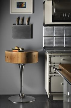 Kitchen in a Hamptons house by Officine Gullo - knives and cutting board