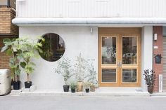 • THE_K 울산,상업공간의 얼굴 시선을 사로잡다! 파사드 디자인 : 네이버 블로그 Cafe Shop Design, Cafe Interior Design, Store Design, Facade Design, Exterior Design, Korea Cafe, Ceramic Cafe, Cafe Exterior, Shop Facade