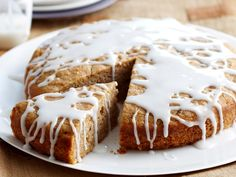 This is a lovely gluten-free banana cake with a light lemon icing. For a nut-free version, replace the almond meal with buckwheat flour, millet flour or quinoa flour).