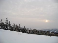Kamui Ski Links(カムイスキーリンクス) is located between Fukagawa(深川) city and Asahikawa(旭川) city.