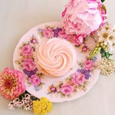Afternoon tea by @miss_pigeon Just gorgeous, looks to good to eat! xx  #thecupcakequeens #cupcakequeens #cupcake #cupcakes #melbourne #misspigeon