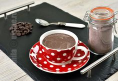 Mix pentru ciocolata calda  Reteta video via @JamilaCuisine Hot Chocolate Mix, Cacao Beans, Frappe, Smoothies, Deserts, Favorite Recipes, Sweets, Dishes, Eat