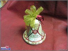 Campana de porex con la tecnica patchwork sin aguja  www.manualidadespinacam.com #manualidades #pinacam #porex #navidad