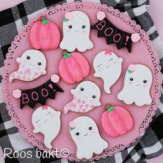 Halloween Cookies, Cookie Decorating, Sugar Cookies, Icing, Candy, Celebrities, Sweet, Desserts, Instagram
