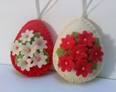 Items similar to Felt easter decoration - felt eggs with flowers and bird / set of 3 - baby green or baby pink on Etsy