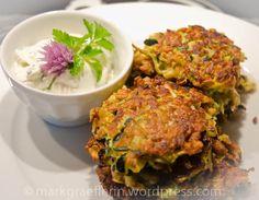 Zucchini Puffer - https://markgraeflerin.wordpress.com/2012/06/14/zucchini-puffer-mit-krauterschmand/