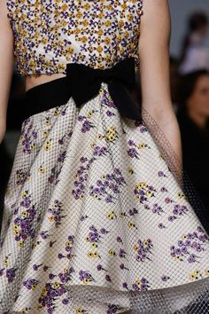 A detailed look at Giambattista Valli Spring 2016 Couture