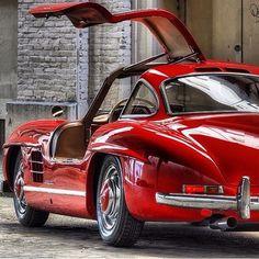 Vintage red #Mercedes 300sl Gullwing - #andelicious #bestillmyheart #yum ♥
