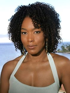 Hair Extension Hairstyles and Information: Kinky curly hair weave hair styles-Pictures of Short kinky curly hair weave hairstyles Curly Hair With Bangs, Kinky Curly Hair, Short Curly Hair, Wavy Hair, Curly Hair Styles, Natural Hair Styles, 4b Hair, Cute Curly Hairstyles, Celebrity Hairstyles