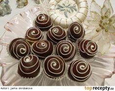 Kuličky z dortových oplatků Mini Cupcakes, Christmas Cookies, Rum, Sweet Tooth, Food, Xmas Cookies, Christmas Crack, Christmas Biscuits, Essen