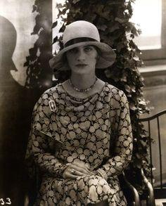 Lee Miller modeling Marie-Christiane hat, 1928 (Edward Steichen)