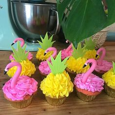 Screaming summer tropical!!! @jess_thecakelady with @kimcy929_repost created these totally festive Flamingo and pineapple cupcakes!  #cupcakes #cakestagram #cupcakestagram #flamingocupcakes #summer #flamingocake #summerparty #pineapplecupcakes #cakes #pineapplecake #summer #summercupcakes #cake #cupcakedecorating #okccakes #whimsicalcakesbyjessica