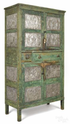 PA painted pine pie safe, C.I think I want a pie safe ; Primitive Furniture, Primitive Antiques, Country Furniture, Antique Furniture, Painted Furniture, Prim Decor, Country Decor, Antique Pie Safe, Jelly Cupboard