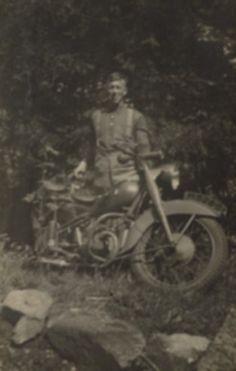 mijn oom Willem tijdens zijn Dienst tijd later was hij dragline machinist bij van Horssen grondverzet