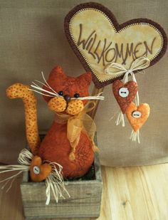 """Deko Cats"" Anleitung - Chat sans patron et sans pattes avant. Sewing Stuffed Animals, Stuffed Animal Patterns, Cute Stuffed Animals, Fun Diy Crafts, Cat Crafts, Crafts To Make, Cat Cushion, Fabric Toys, Cat Doll"