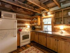 100-year-old-tiny-cabin-in-green-mountain-003