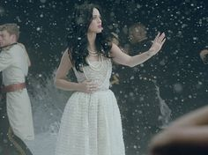 Love  Katy Perry new videoclip dress from Chanel Couture. Beautifull for a special weeding day! ;)