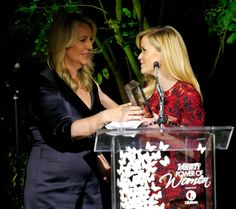 Pin for Later: Les Stars les Plus Influentes d'Hollywood Se Sont Retrouvées à la Soirée Power of Women Cheryl Strayed etReese Witherspoon