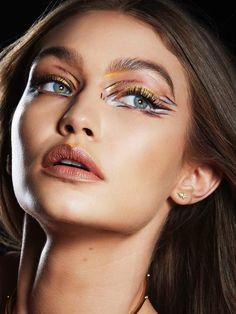 Face of Maybelline since Gigi Hadid shows off the latest runway makeup trends for the cosmetics brand. Gigi Hadid Maybelline, Maybelline Makeup, Gigi Hadid Makeup, Metallic Eye Makeup, Art Visage, High Fashion Makeup, Runway Makeup, Blonde Beauty, Hair Photo