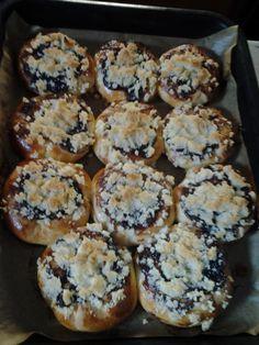 Koláče s povidly Czech Food, Czech Recipes, Muffin, Cookies, Breakfast, Pies, Baking, Breakfast Cafe, Muffins