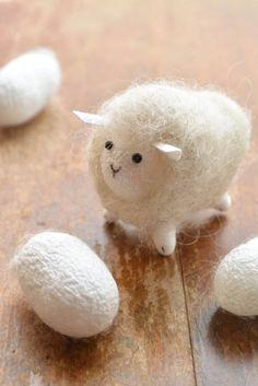まゆひつじ Sheep of silk cocoons.