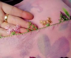 Easy Tulle Edge Chain Lace Making - pregnant Flower Embroidery Designs, Hand Embroidery, Knitted Shawls, Knitted Poncho, Crochet Unique, Saree Tassels, Knit Shoes, Dress Neck Designs, Thread Work