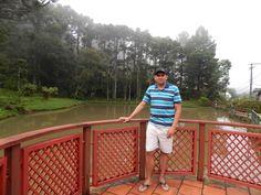 013 - Em Gramado, em frente ao lago do Comando Rodoviário da Brigada Militar.