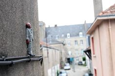 cement-eclipses-isaac-cordal-street-art-4
